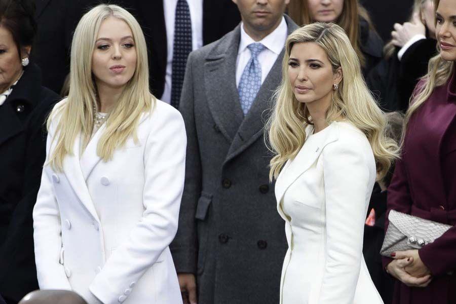 mujeres trump investidura presidente looks color blanco