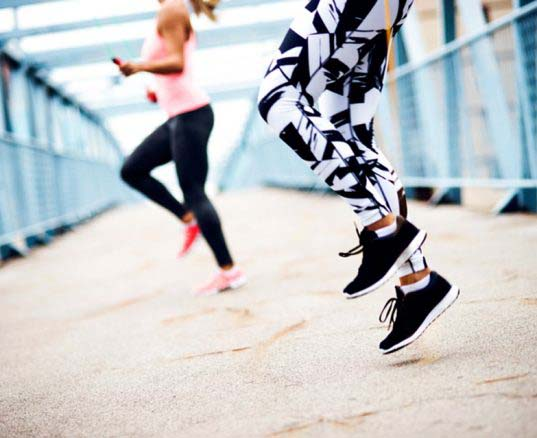 ¿Cómo saltar a la comba combinando diversión y ejercicio?