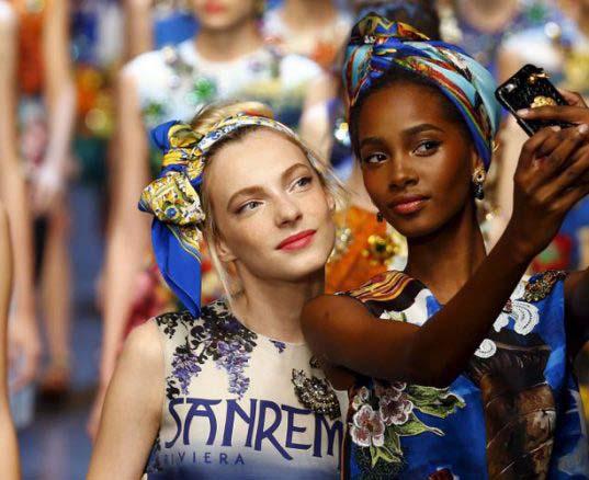 ¿Cómo conseguir el selfie perfecto? 10 trucos infalibles